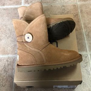 Ugg toddler size 10 boots new in box. Fit small!